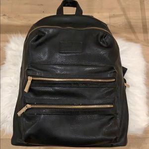The honest co black backpack for mommy's !